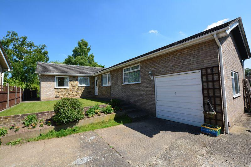 4 Bedrooms Detached Bungalow for sale in Meadowlake Crescent, Lincoln