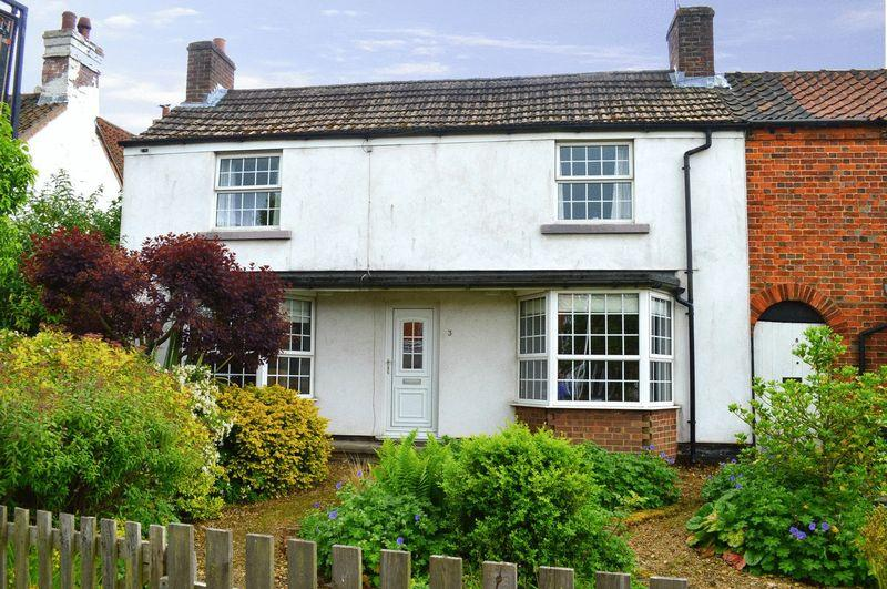 3 Bedrooms Cottage House for sale in Marton Road, Sturton by Stow