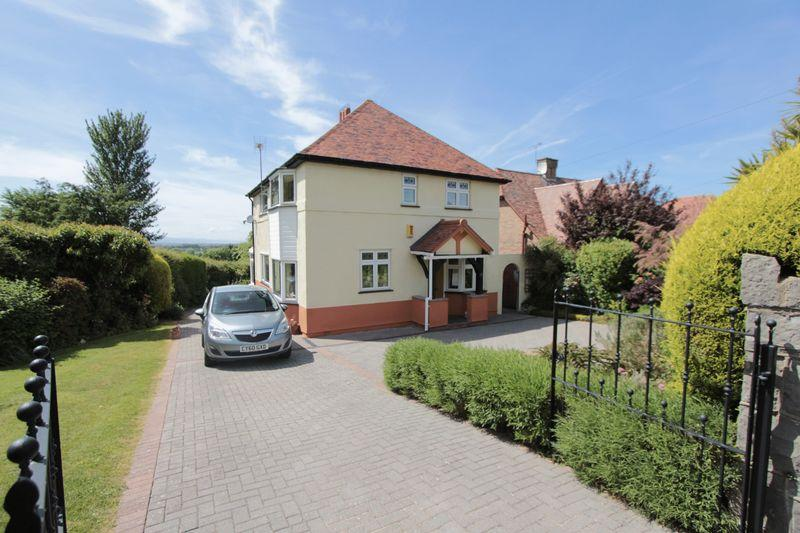 4 Bedrooms Detached House for sale in Cambrian Drive, Prestatyn
