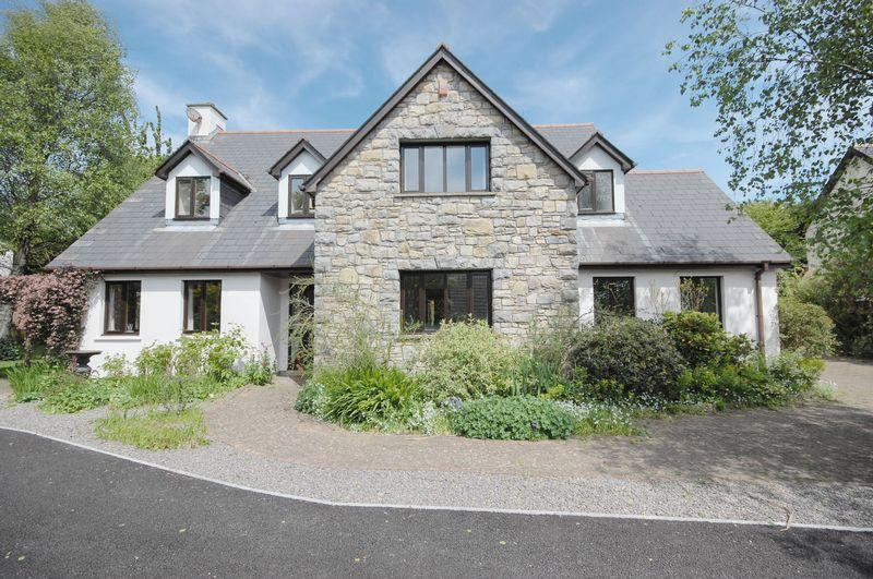 5 Bedrooms Detached House for sale in 4 Great House Meadows, Llantwit Major, Vale of Glamorgan, CF61 1SU