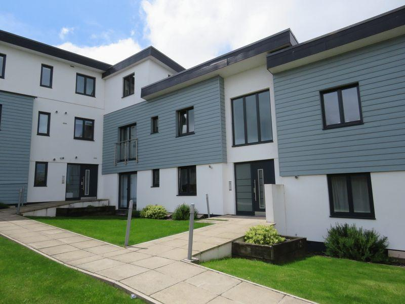 2 Bedrooms Apartment Flat for sale in Christine Court, Truro