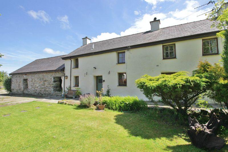 3 Bedrooms House for sale in Caeathro, Gwynedd