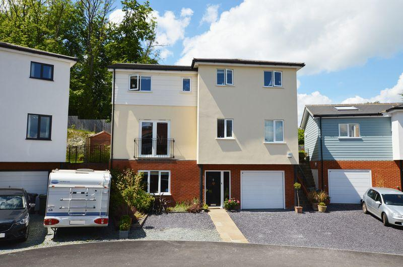 5 Bedrooms Detached House for sale in Quarry Heights, Alton, Hampshire