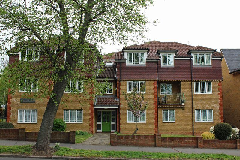 2 Bedrooms Apartment Flat for sale in Brockham Court, South Croydon, Surrey