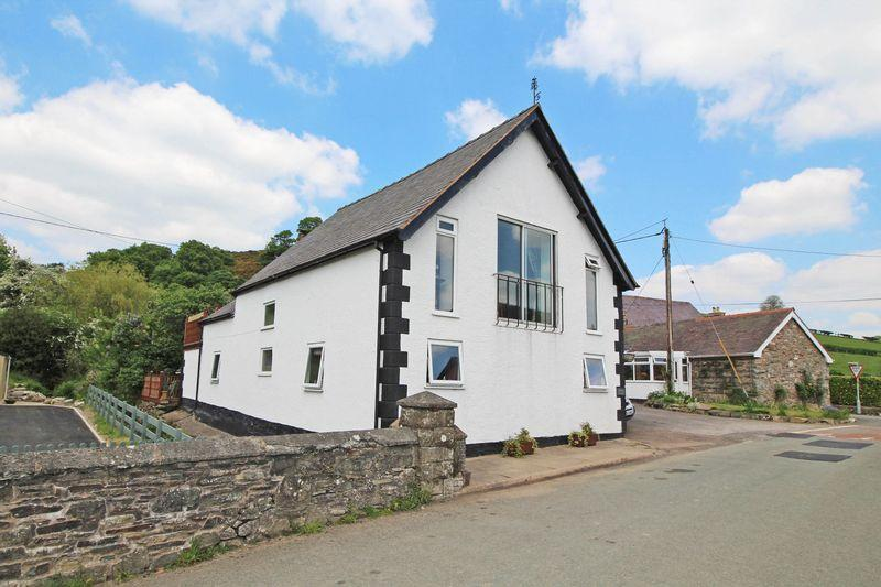 4 Bedrooms Detached House for sale in Tregeiriog, Llangollen