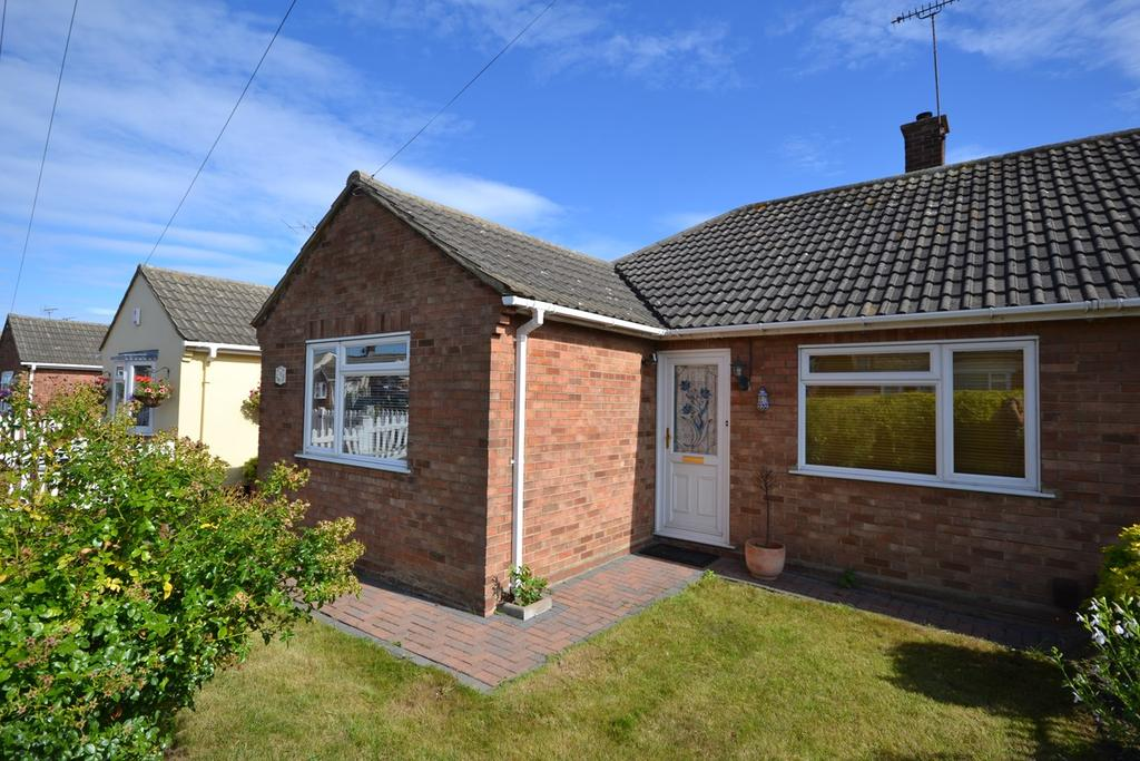 2 Bedrooms Semi Detached Bungalow for sale in Priory Road, Stanford-le-Hope, SS17