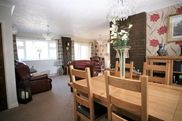 3 Bedrooms Semi Detached House for sale in Elgin Drive, Melton Mowbray, LE13