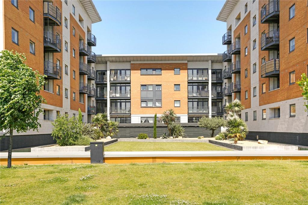 2 Bedrooms Flat for sale in Fishguard Way, Royal Docks, London, E16