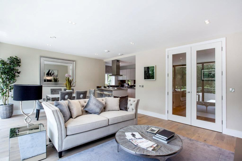 3 Bedrooms Flat for sale in Aylmer Road, London, N2