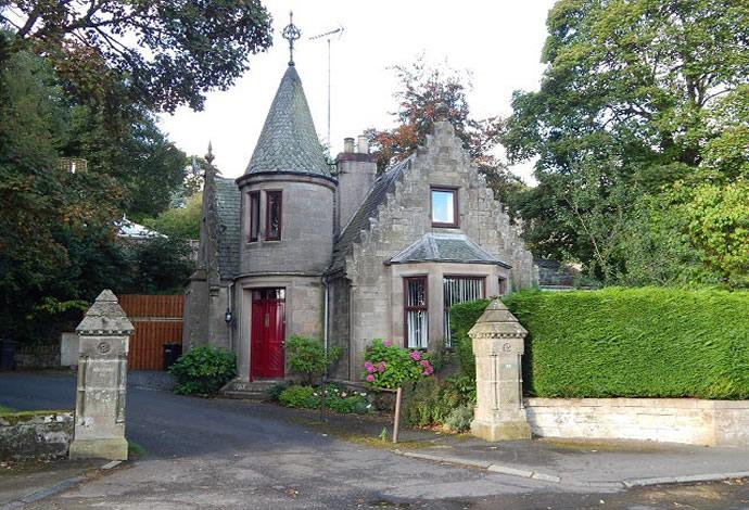 3 Bedrooms Detached House for sale in The Lodge, 54 Abbotsford Road, Galashiels, TD1 3HP