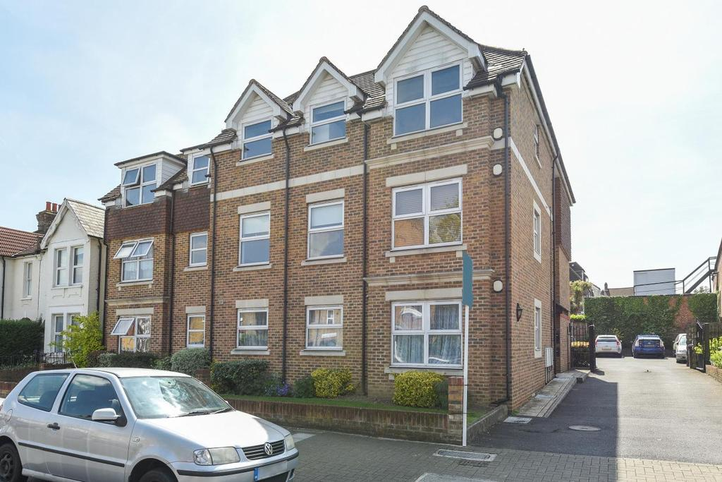 2 Bedrooms Flat for sale in Ravenscroft Road, Beckenham