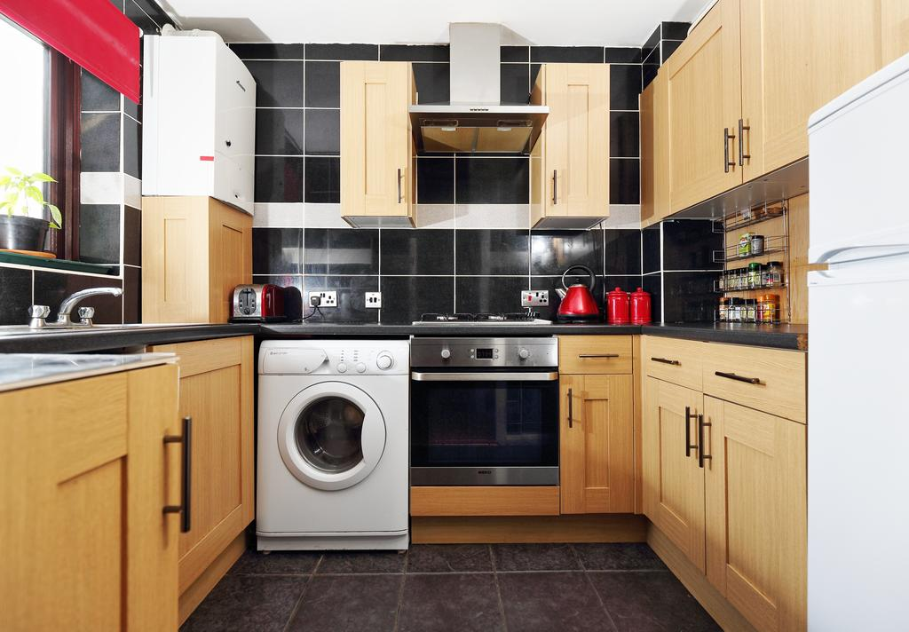 2 Bedrooms End Of Terrace House for sale in Tanners Close, WALTON ON THAMES KT12