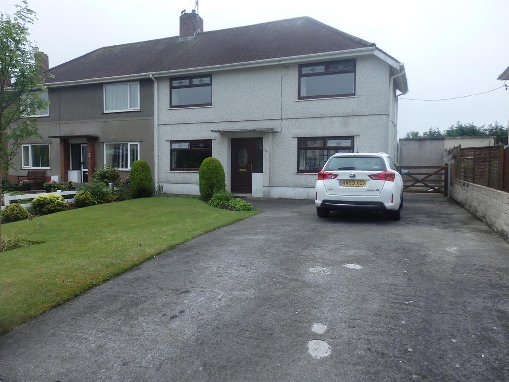 3 Bedrooms Semi Detached House for sale in Maestir, Llanelli