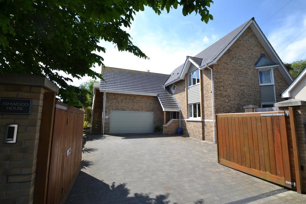 4 Bedrooms Detached House for sale in Limers Lane, Northam