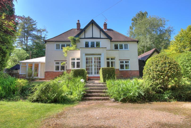 4 Bedrooms Detached House for sale in Winchester Road, Chandlers Ford