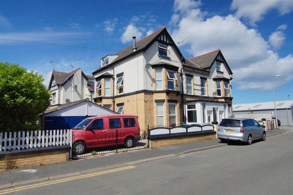 1 Bedroom Detached House for sale in Queensway, Pensarn, Abergele