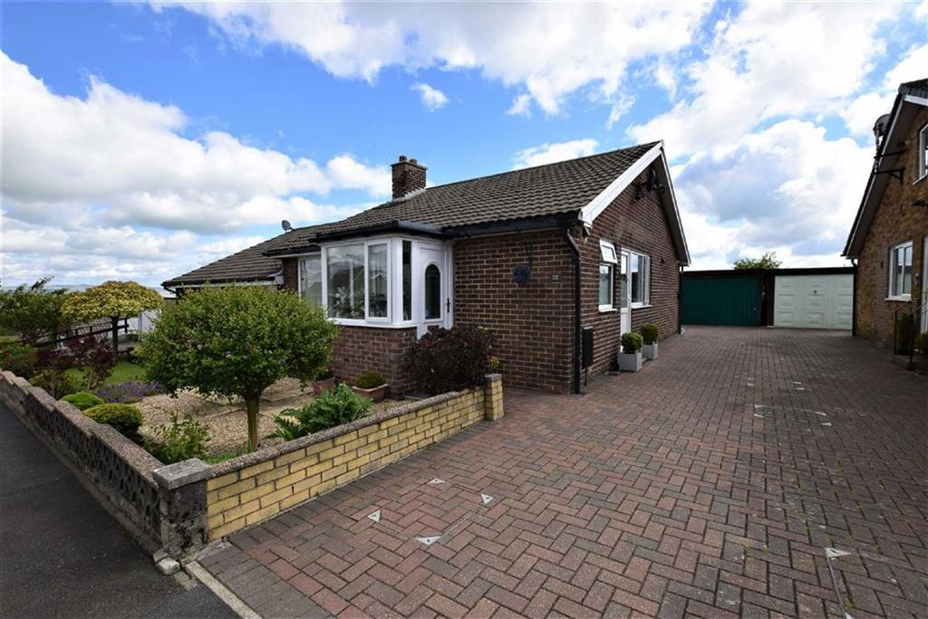 3 Bedrooms Semi Detached Bungalow for sale in Monkroyd Avenue, Barnoldswick, Lancashire