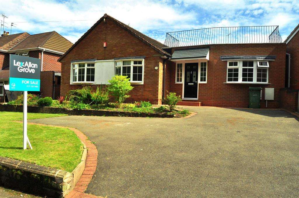 3 Bedrooms Detached Bungalow for sale in Fallowfield Road, Halesowen