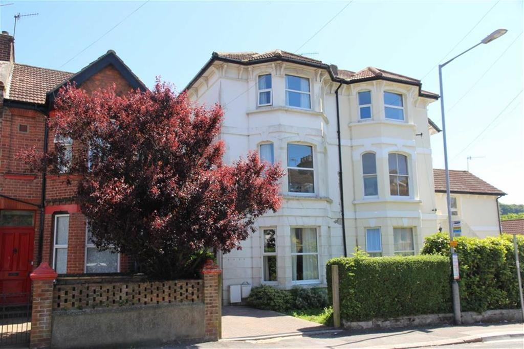 4 Bedrooms Semi Detached House for sale in Harold Road, Hastings