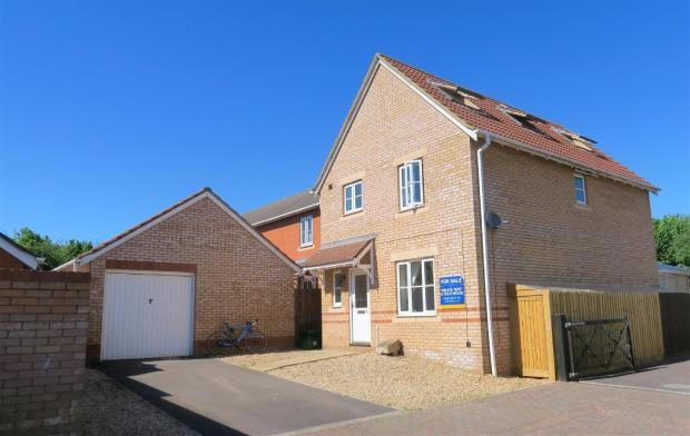 5 Bedrooms Detached House for sale in Sumerleaze Crescent, Taunton TA2