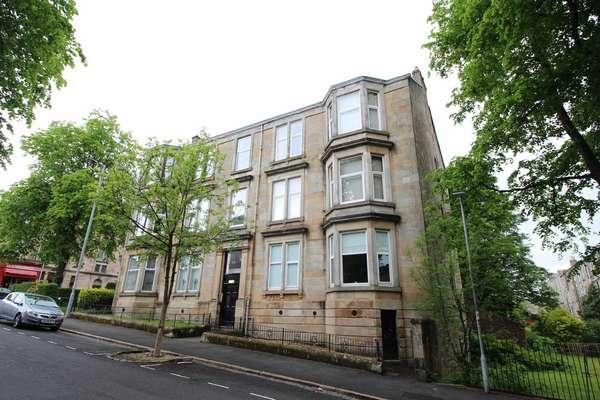 3 Bedrooms Flat for sale in 2/2, 26 Robertson Street, Greenock, PA16 8NN