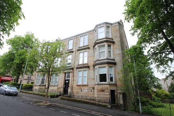 3 Bedrooms Flat for sale in 2/2, 26 Robertson Street, Greenock, PA16 8NN
