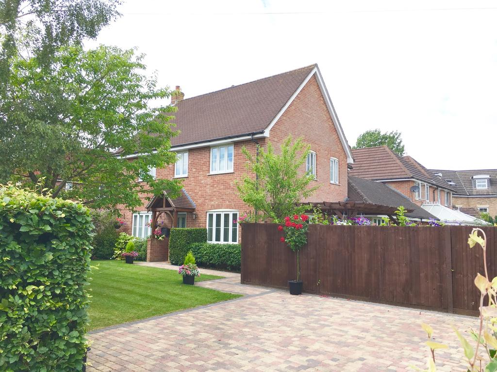 4 Bedrooms Detached House for sale in Lyons Place, Hedge End SO30