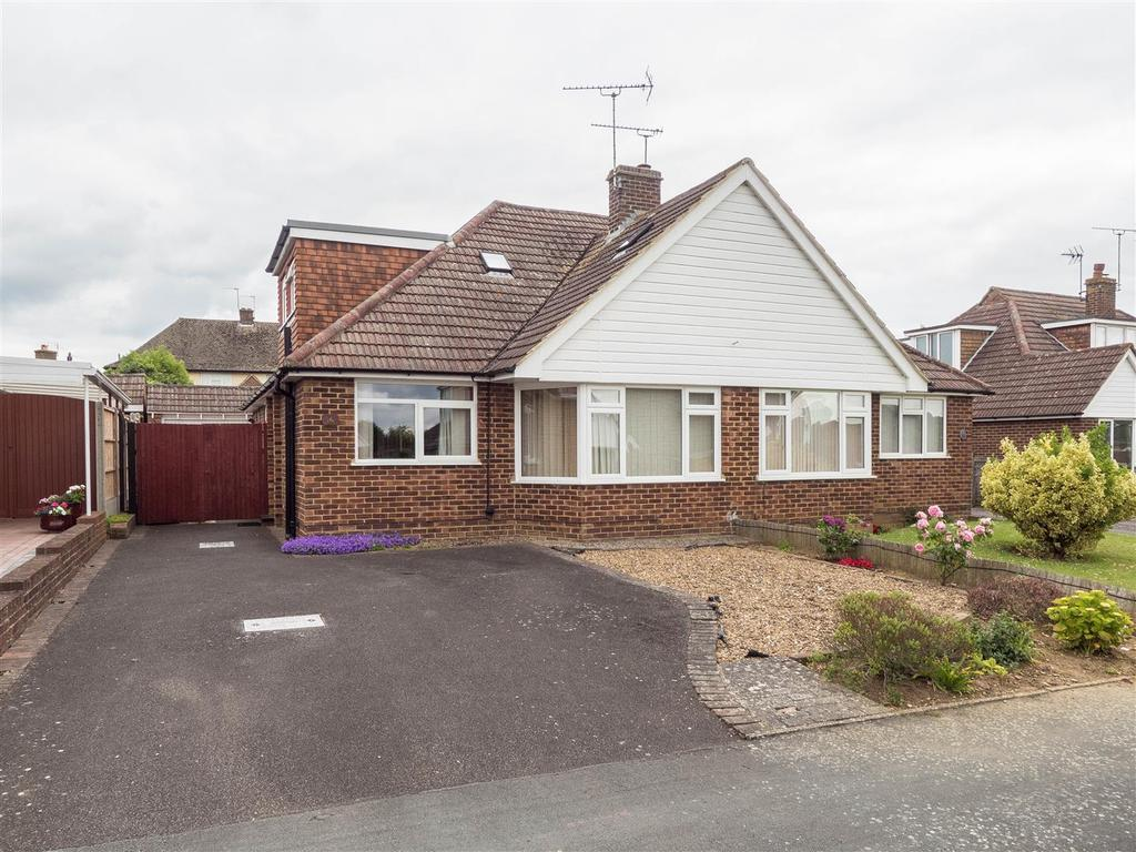 3 Bedrooms Bungalow for sale in Bramley Crescent, Bearsted, Maidstone