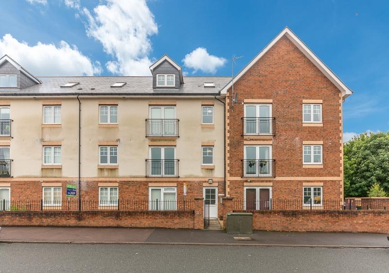 2 Bedrooms Flat for sale in James Court, Tregwilym Road, Rogerstone, Newport, Newport. NP10 9NA