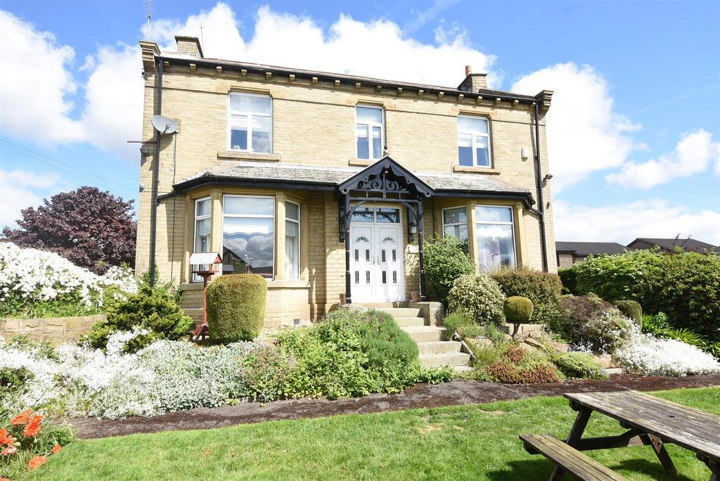 3 Bedrooms Detached House for sale in Reevy Road, Wibsey, Bradford