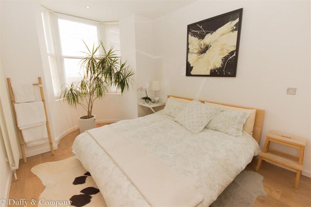 2 Bedrooms Maisonette Flat for rent in Regency Square, Brighton