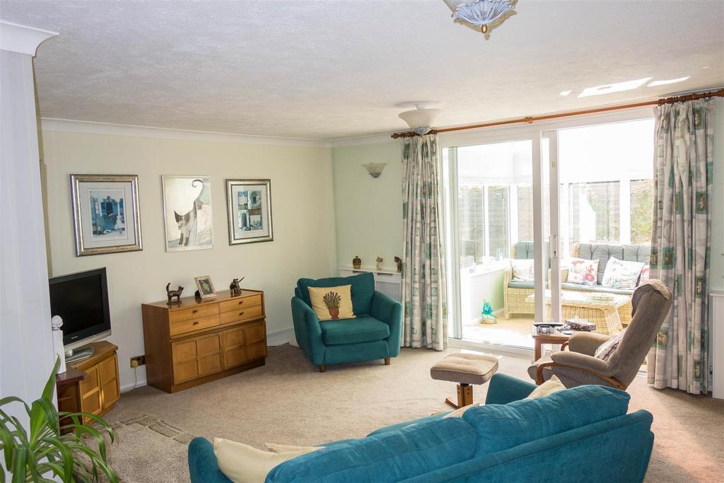 3 Bedrooms Bungalow for sale in Shepherds Way, Langley, Maidstone