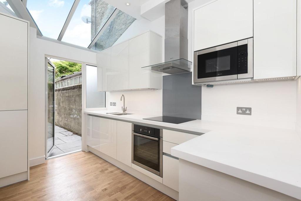 1 Bedroom Flat for sale in Meadow Road, Vauxhall, SW8