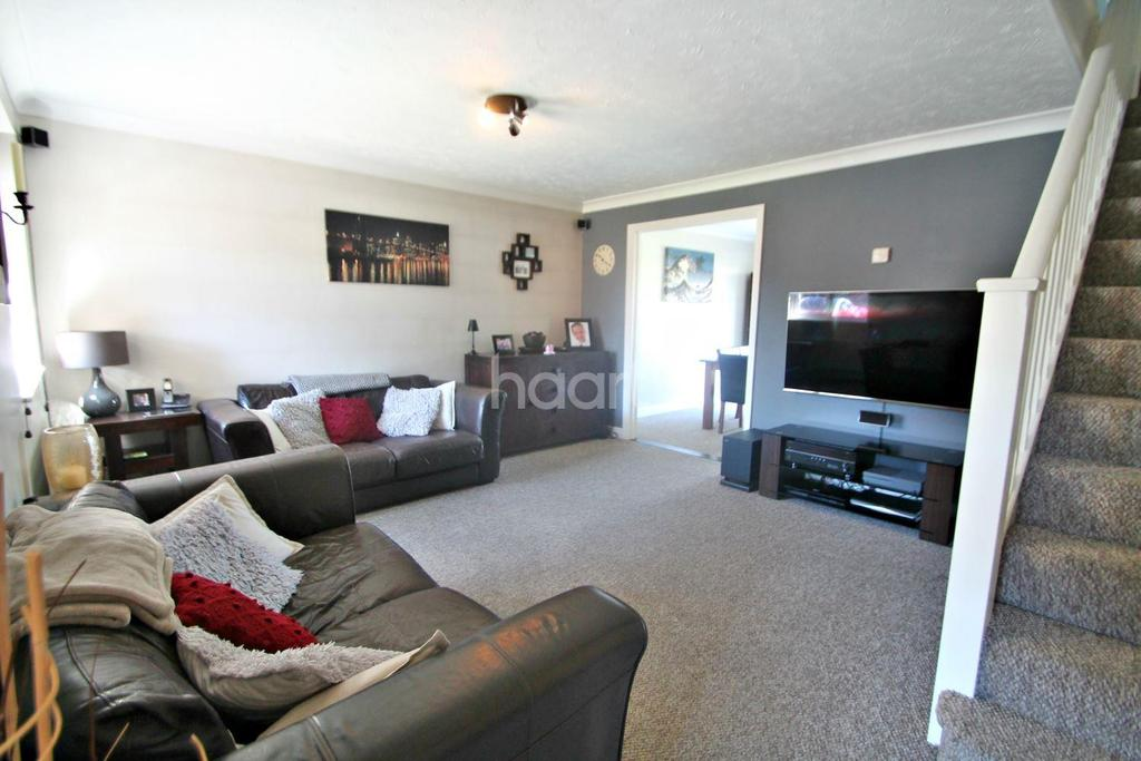 3 Bedrooms Semi Detached House for sale in Shillingstone, Shoeburyness