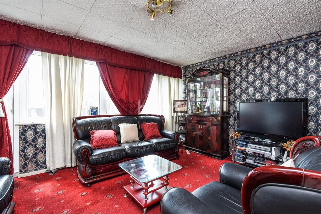3 Bedrooms Flat for sale in Mursell Estate, Stockwell, SW8