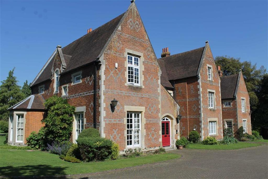 3 Bedrooms Flat for sale in The Old Vicarage, Wrotham Road, Meopham