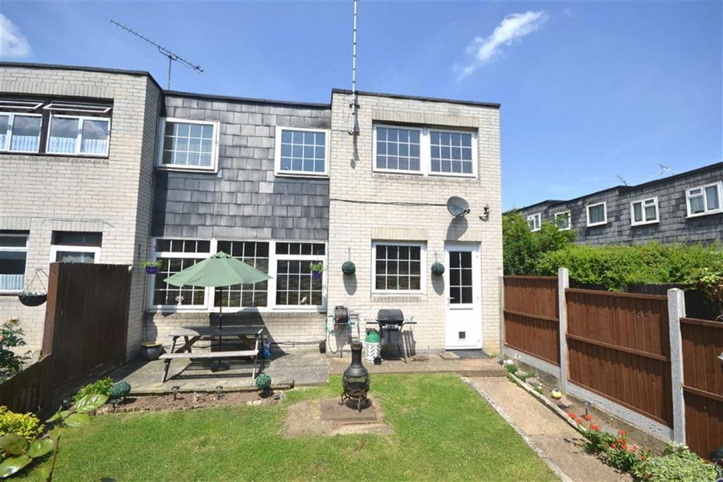 3 Bedrooms End Of Terrace House for sale in Highwood Lane, Loughton, Essex