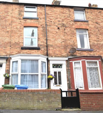 2 Bedrooms Town House for sale in Trafalgar Terrace, Scarborough, North Yorkshire YO12 7QG