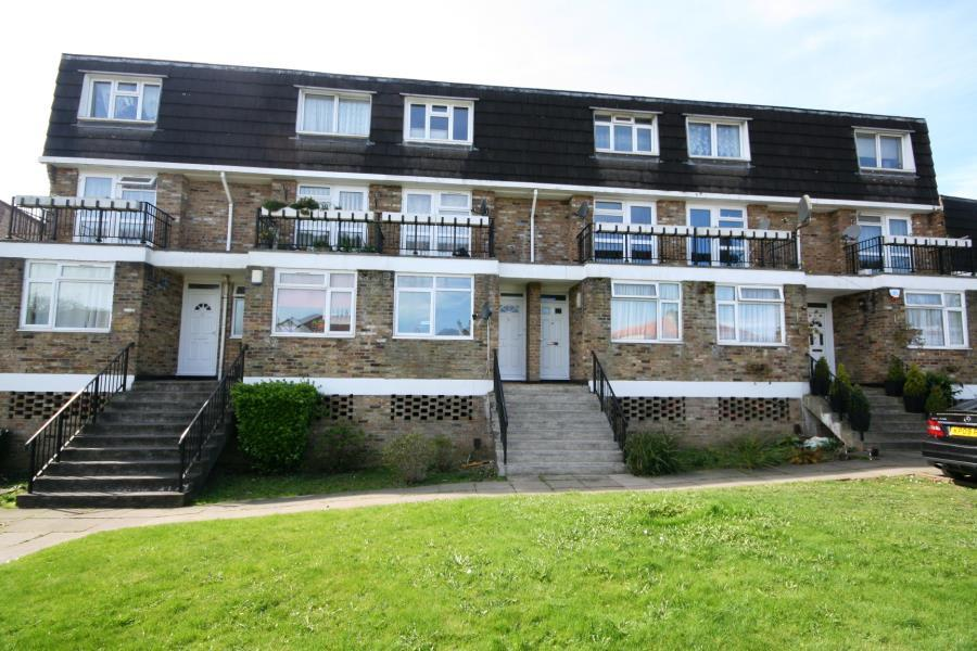 2 Bedrooms Apartment Flat for sale in Russell Mead, Kenton HA3 6AT