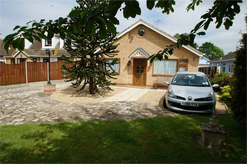 2 Bedrooms Detached Bungalow for sale in Point Clear Road, St Osyth, CLACTON-ON-SEA, Essex