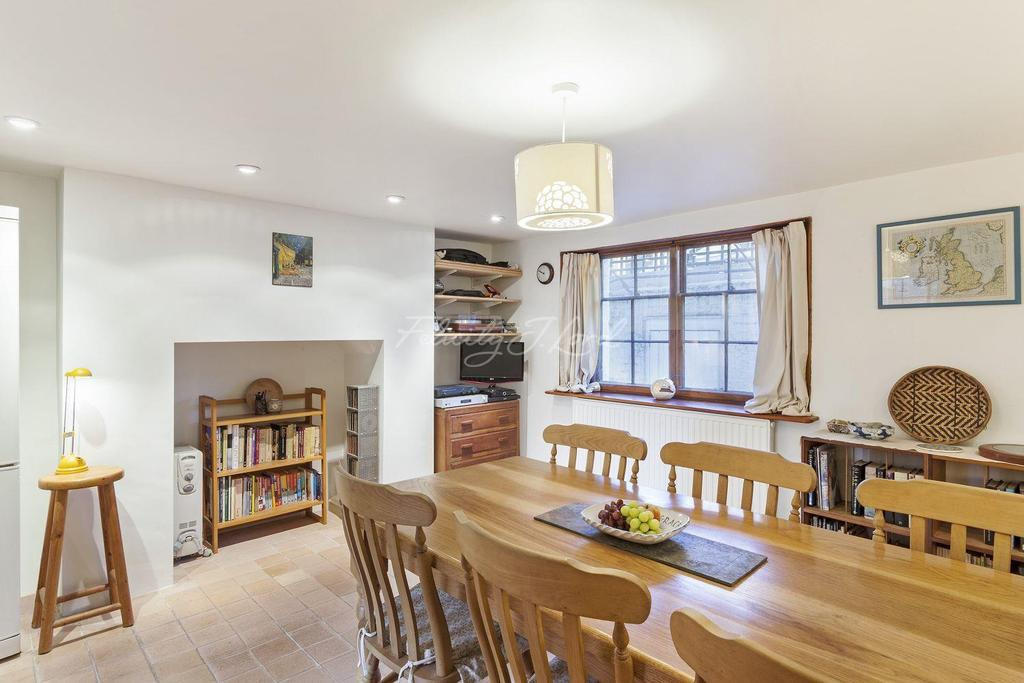 4 Bedrooms Terraced House for sale in Sutton Place, Hackney, E9
