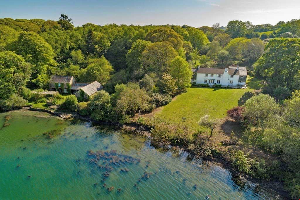 4 Bedrooms Detached House for sale in Roundwood, Nr. Truro, South Cornwall, TR3