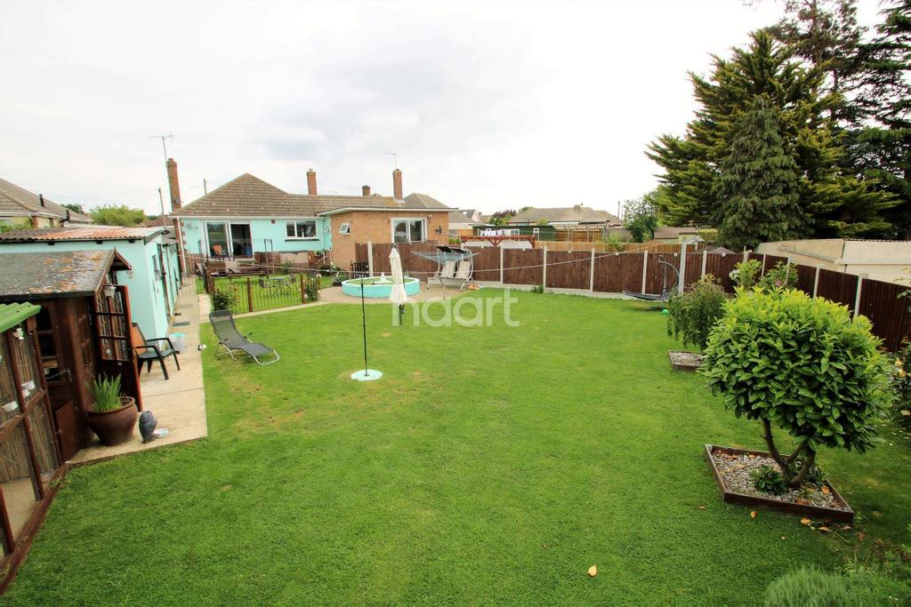 3 Bedrooms Bungalow for sale in Tudor Green, West Clacton