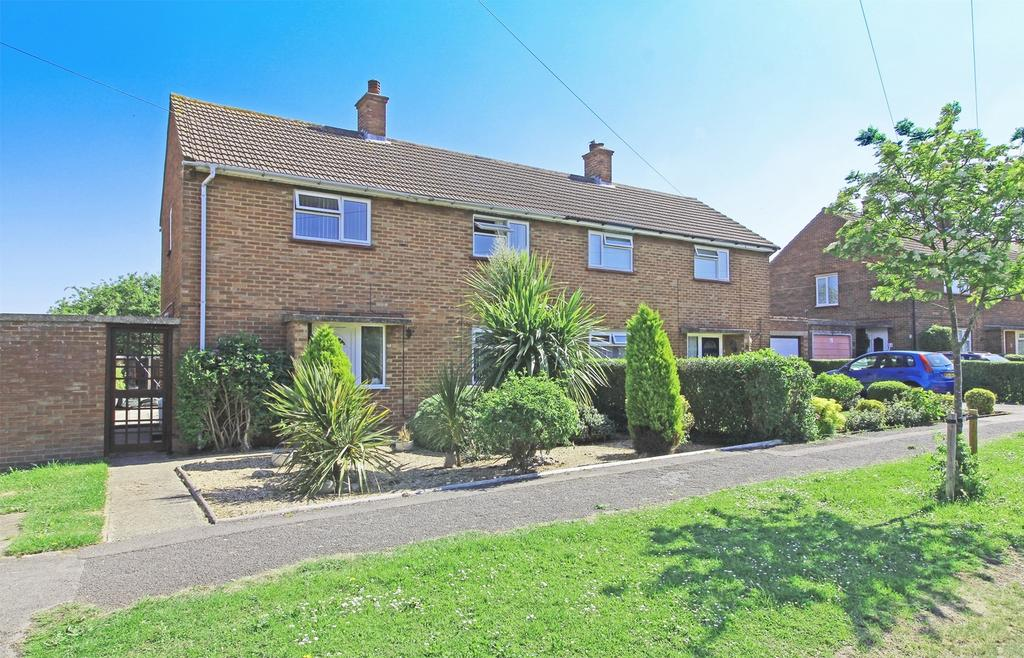 3 Bedrooms Semi Detached House for sale in Gaunts Way, Letchworth Garden City, Hertfordshire