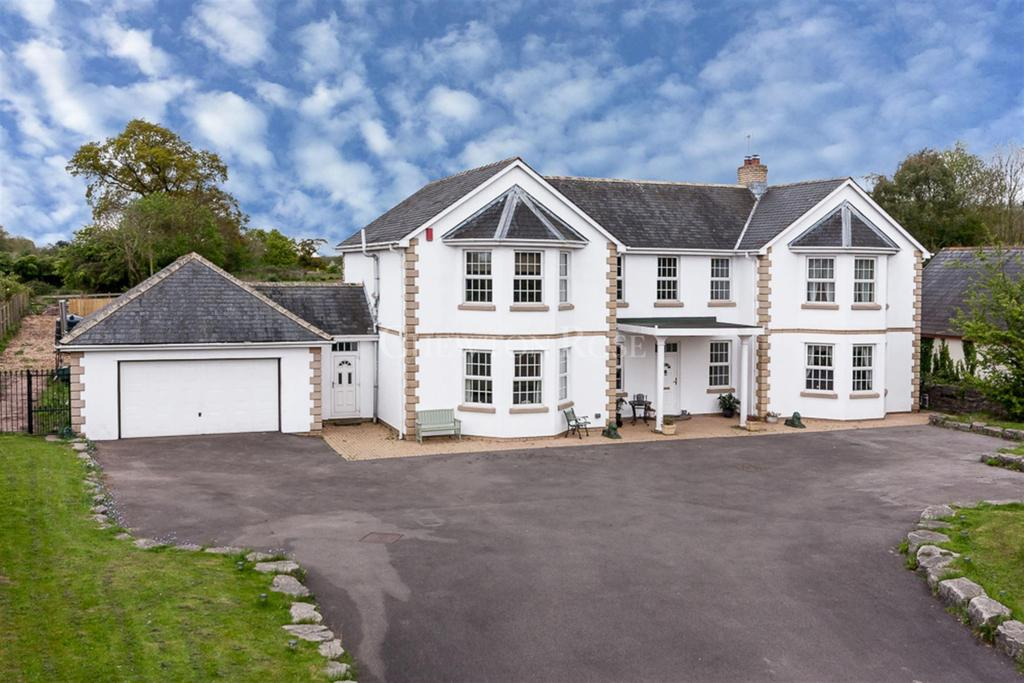 5 Bedrooms Detached House for sale in Castleton, Cardiff