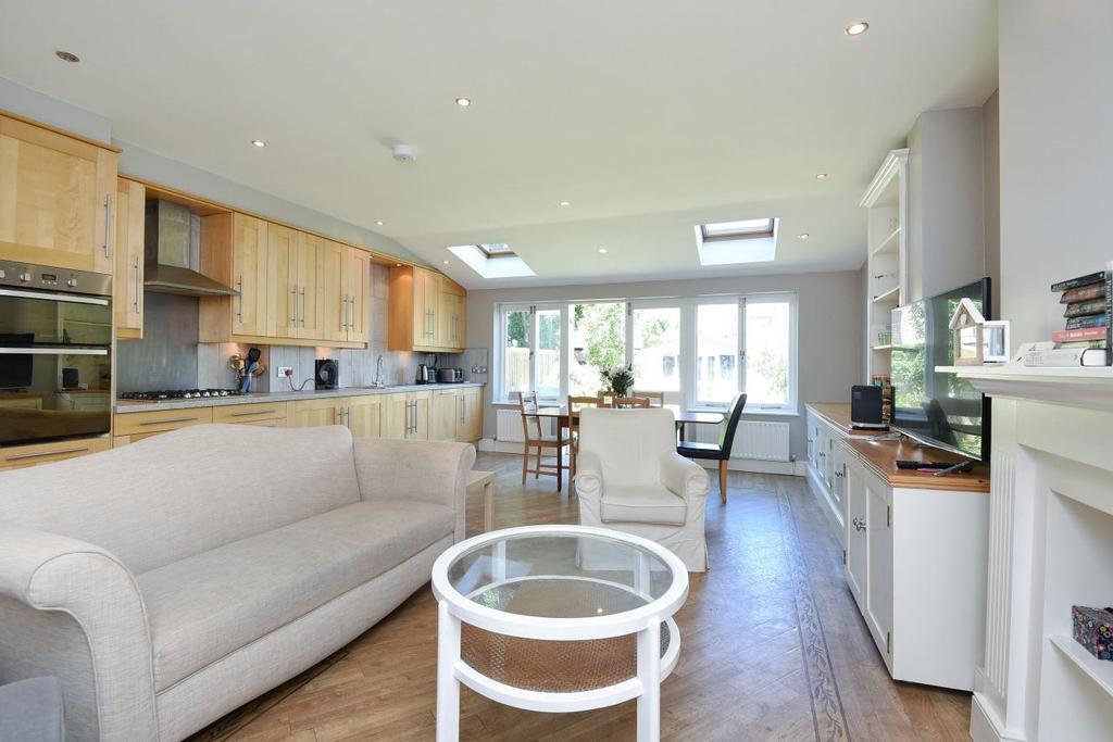 4 Bedrooms Terraced House for sale in Waldron Road, Earlsfield, SW18