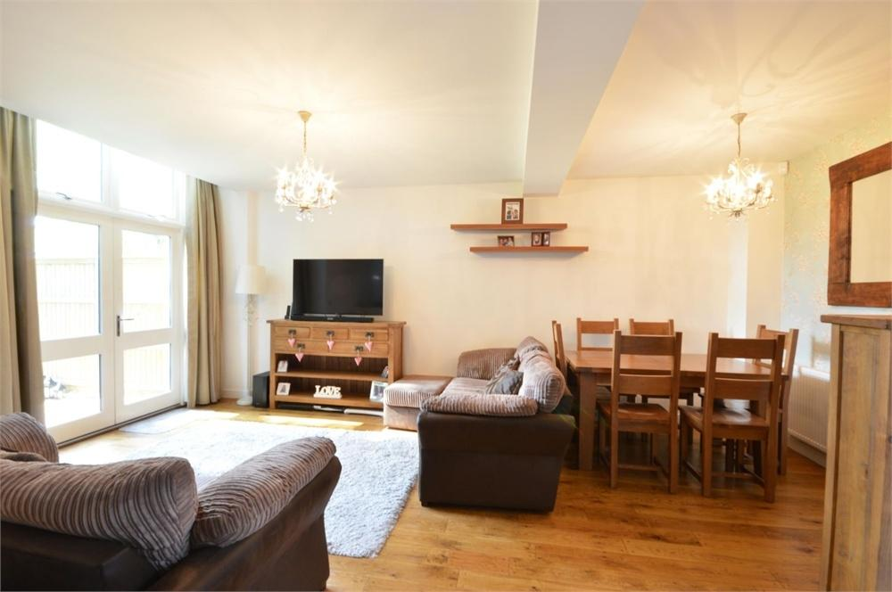 2 Bedrooms Terraced House for sale in Murray Drive, The Residence, Stone