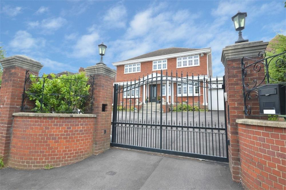 4 Bedrooms Detached House for sale in Top Dartford Road, Hextable