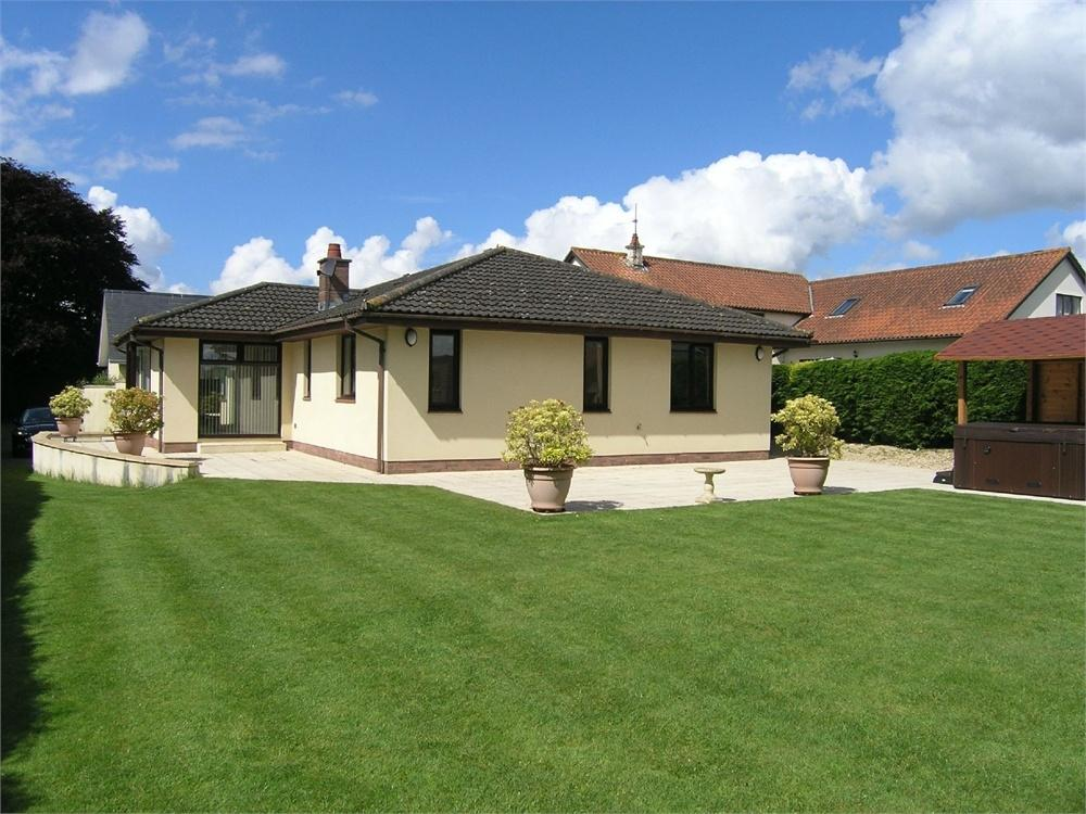 4 Bedrooms Detached Bungalow for sale in Marshfield Road, Castleton, Cardiff, Newport