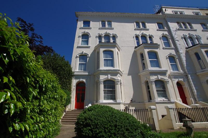 2 Bedrooms Flat for sale in Orchard Gardens, Teignmouth